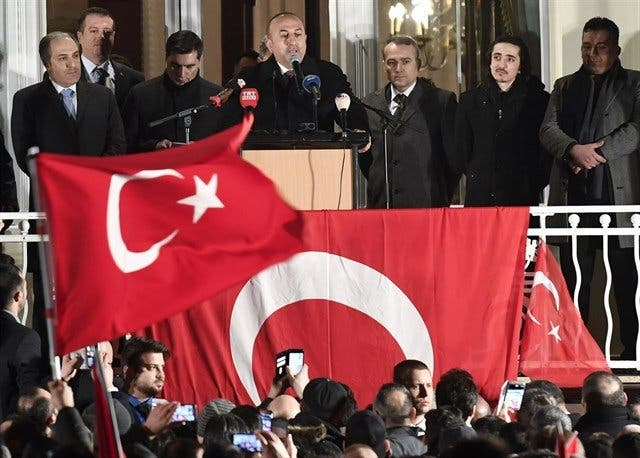 Detienen a 100 militares en Turquía por nexos con el clérigo Fetulá Gulen