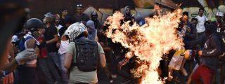 Lo que se sabe del joven al que prendieron fuego durante una protesta en Venezuela
