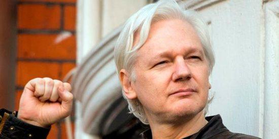 El misterioso tuit de Assange que desconcierta a la Red