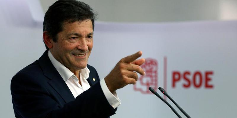 """Isabel San Sebastián: """"Cargado de sentido común, Javier Fernández ha dejado a Pedro Sánchez en el más absoluto ridículo"""""""