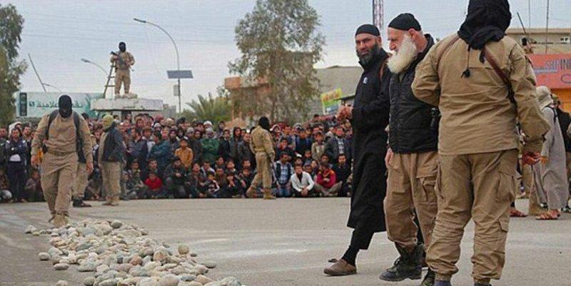 Uno de los verdugos más bestiales del Estado Islámico pagó soborno y está libre