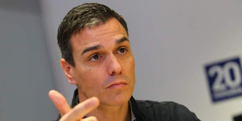 El socialista Pedro Sánchez propone un impuesto a la banca para pagar las pensiones españolas