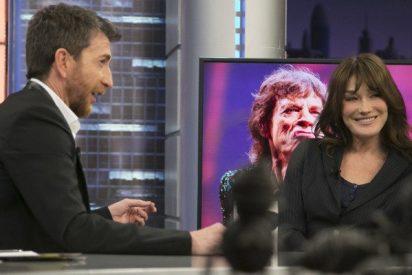 Pablo Motos trata a Carla Bruni como 'la mujer de' y ella le recuerda que es un enano