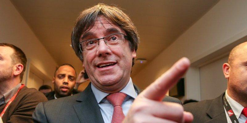 Salvador Sostres desvela el desquiciado plan de fuga que urde Puigdemont en Bruselas