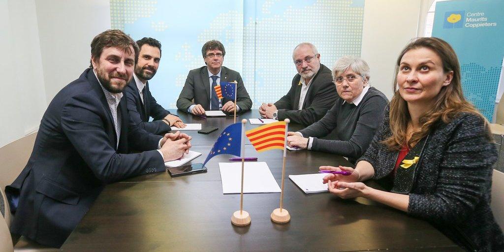 Tres de los golpistas catalanes huidos a Bruselas renuncian a sus actas de diputados