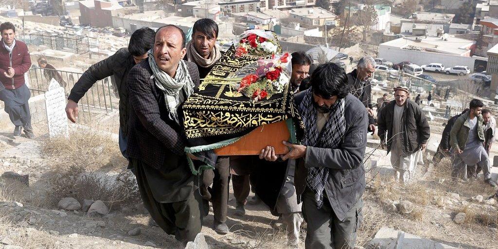 Los talibán asesinan a 100 personas haciendo explosionar una ambulancia-bomba en Kabul