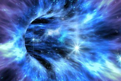 Un agujero negro remata un banquete de gas con dos eructos