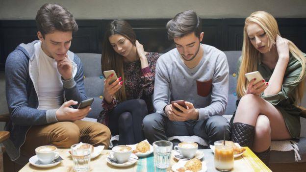 La adicción de los adolescentes al móvil... ¿Por qué nos atrapa a todos?