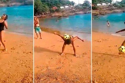 La espectacular super abuela brasileña que deslumbra haciendo malabares con la pelota