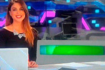 Un descuido de la presentadora del telediario deja su pezón al aire