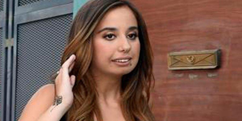 Facinerosos humillan a Andrea Janeiro, mientras ella lucha por no ser un personaje público