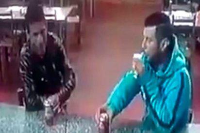 ¡Terrible!: Así acribillan a este hombre mientras bebe cerveza en una pizzería en Brasil