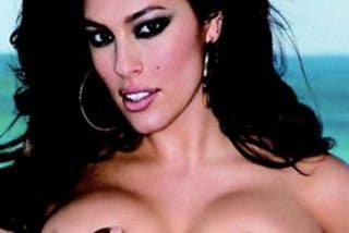 Ashley Graham monta tremendo escándalo en las redes por esta foto desnuda
