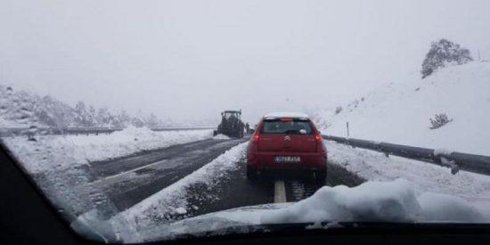 La DGT vuelve a cerrar la AP-6 por la intensidad de la nevada