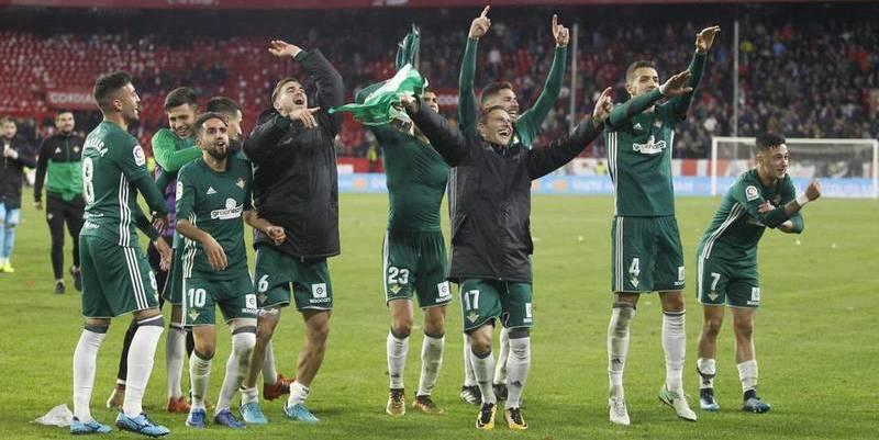 El Betis gana al Sevilla un derbi de locura (3-5)