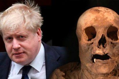 Boris Johnson desciende de una momia hallada en una iglesia de Suiza