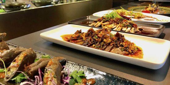 El mítico restaurante chino de la Plaza de Luna renueva su aspecto y su carta