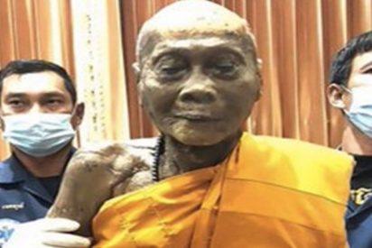 Así 'sonríe' este monje budista dos meses después de su muerte