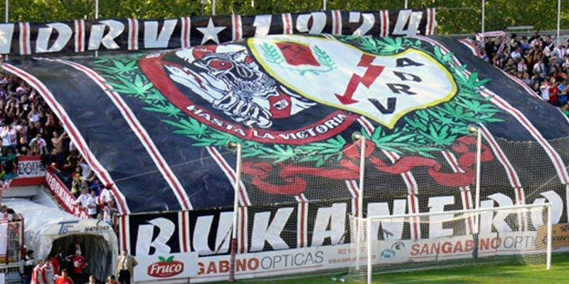Podemos apoya la pancarta en favor del asesino de los tirantes desplegada por los «Bukaneros»