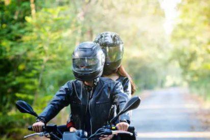 Su novia se burla de él por no tener moto y para ganar su amor roba ocho
