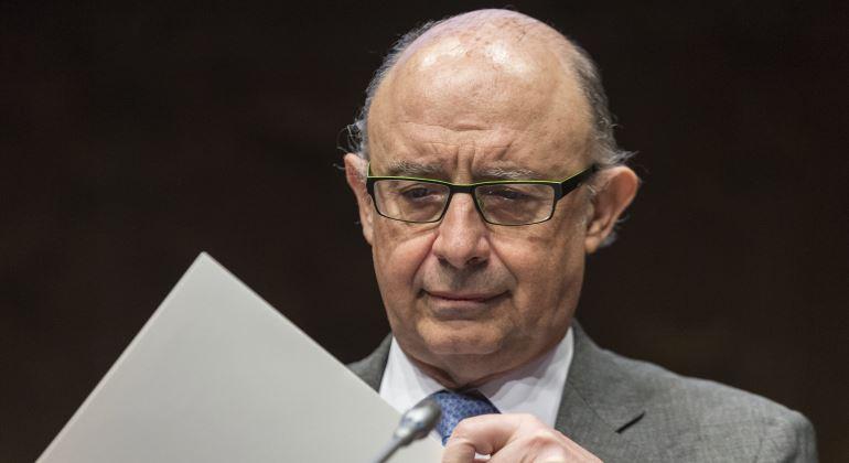 """El ministro Montoro asegura que subirá el sueldo a los funcionarios """"de cualquier manera"""""""