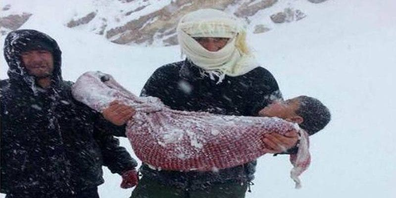 Un niño sirio y otros 9 refugiados mueren congelados en las montañas de Líbano cuando huían de la guerra