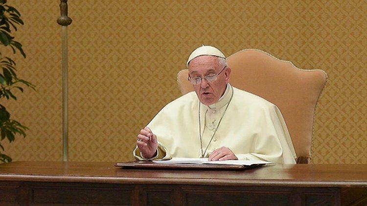 El Papa vuelve a cargar contra la eutanasia