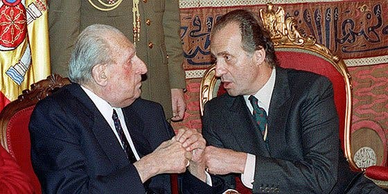 """ANTONIO BURGOS: """"Nos han hecho creer que la Monarquía empezó con Don Juan Carlos"""""""