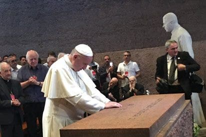 El papa visitó el santuario del Padre Hurtado