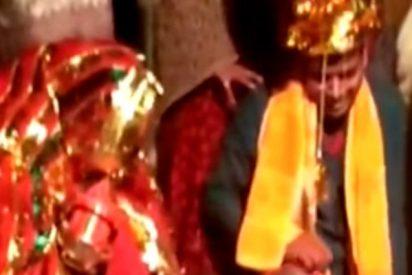 Este hombre es secuestrado y obligado a casarse a punta de pistola con una mujer en la India
