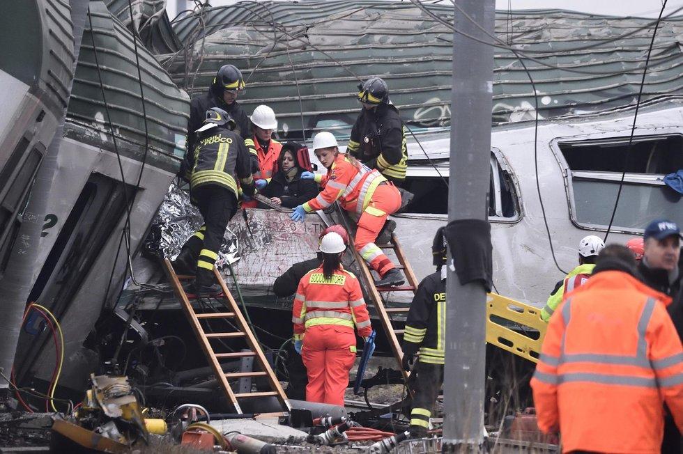 """El Papa, """"profundamente entristecido"""" por el accidente ferroviario en Milán"""