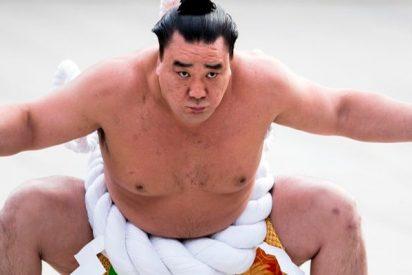 El gran campeón de sumo retirado por romperle la cabeza a un compañero con el mando del karaoke