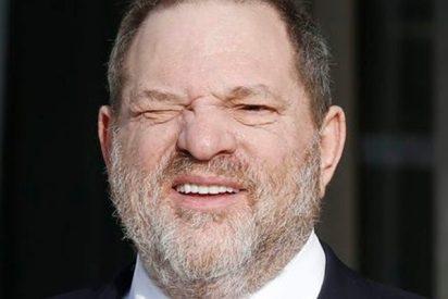 Le parten la cara a Harvey Weinstein en un restaurante