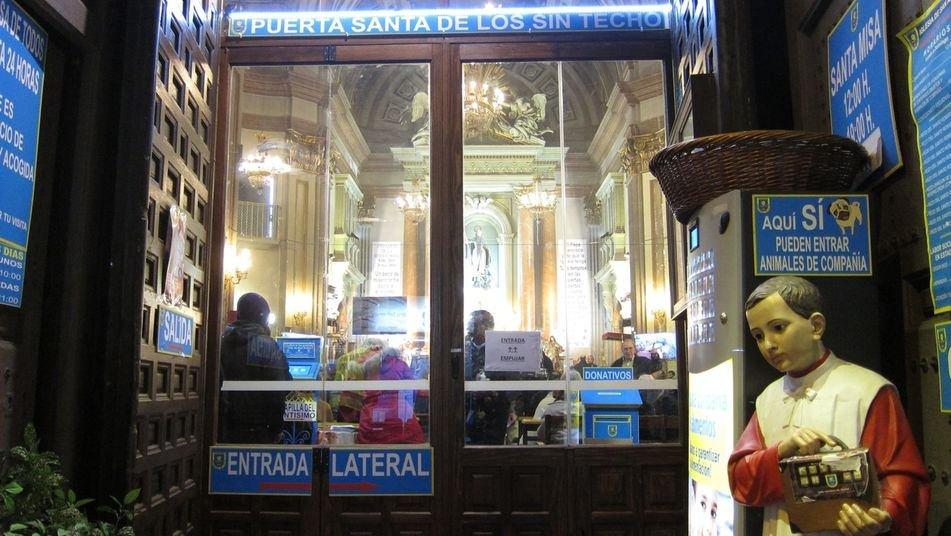 Roscón, chocolatada y regalos en la noche de Reyes en San Antón