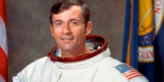 El noveno hombre en pisar la Luna, John Young muere a los 87 años