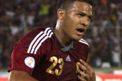 Este futbolista le parte la pierna a su rival y se pone a llorar desconsolado