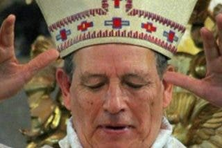 Fieles acusan al arzobispo de Antequera, Chávez Botello, de ser encubridor de pedarastas, cacique y mata-curas