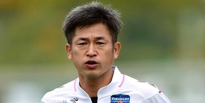 A los 50 años, un emblema del fútbol japonés renovó contrato y jugará una temporada más