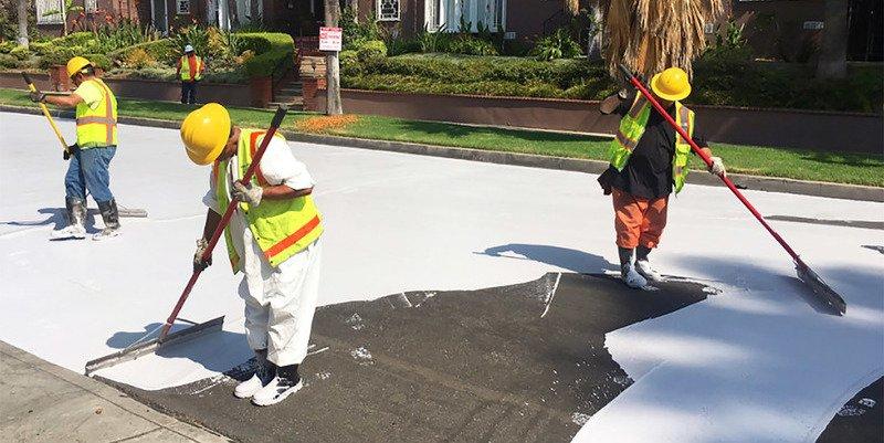 ¿Sabes por qué en Los Ángeles están pintando de gris claro el asfalto de las calles?