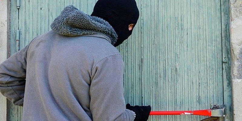 ¿Sabes qué pasaría si matas a un ladrón que sorprendes robando en tu casa?