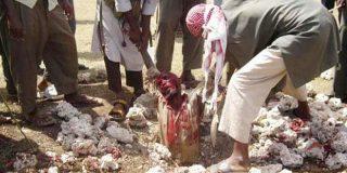 '¡Alá es Grande!': El adúltero que muere lapidado por una horda talibana