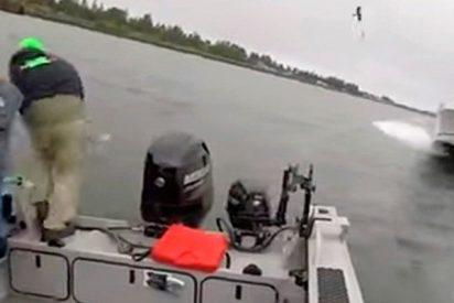 Estos pescadores saltan al agua segundos antes de chocar con un yate fuera de control