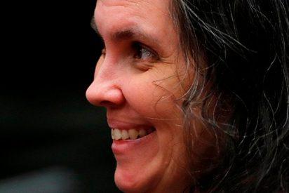 La macabra e inquietante sonrisa ante el juez de la madre que torturó a sus 13 hijos