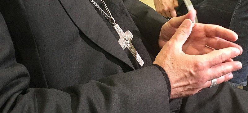 """Victor Manuel Fernández acusa a los cardenales Müller y Sarah de """"pensar y hablar como si Francisco no fuera Papa"""""""