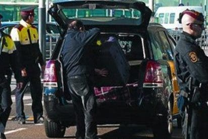 Esperpéntica caza a Puchi: los Mossos registran el taxi en el que iba Xavier Domènech