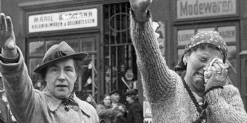 ¿Sabes por qué a los nazis les 'encantaban' las lesbianas y mandaban siempre a los gais a Auschwitz?