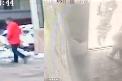 Niño chino muere después de que su madre lo golpeara durante cinco horas por perder el móvil