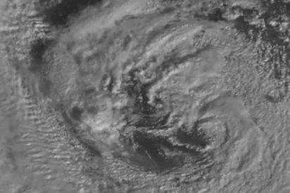 Captan una anomalía escalofriante en el ojo del 'ciclón bomba'