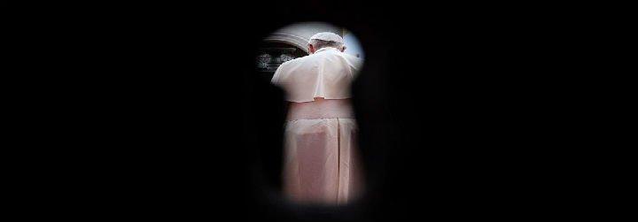 Francisco escucha, reza y llora con los abusados del clero chileno