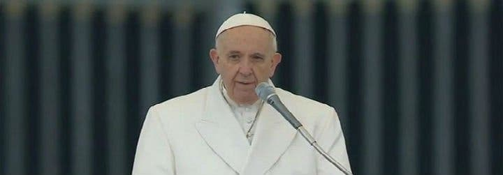 El Papa advierte de que está prohibido sustituir las lecturas de la misa por la del periódico